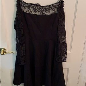 BB Dakota Longsleeve Black Lace Dress
